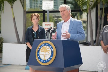Dr. Stephen Smith, executive director of SACE, issues 60-days notice of intent to sue FPL at a press conference in Miami, Florida. Photo from City of Miami.